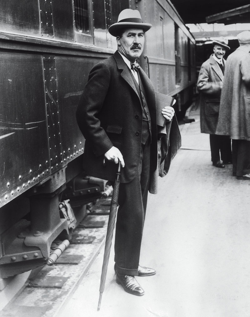 Archaeologist Howard Carter, famous for his connection with the unearthing of King Tut's Tomb, arriving in Chicago, Illinois.